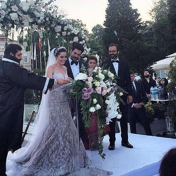 Неслихан атагюль курит на свадьбе фото