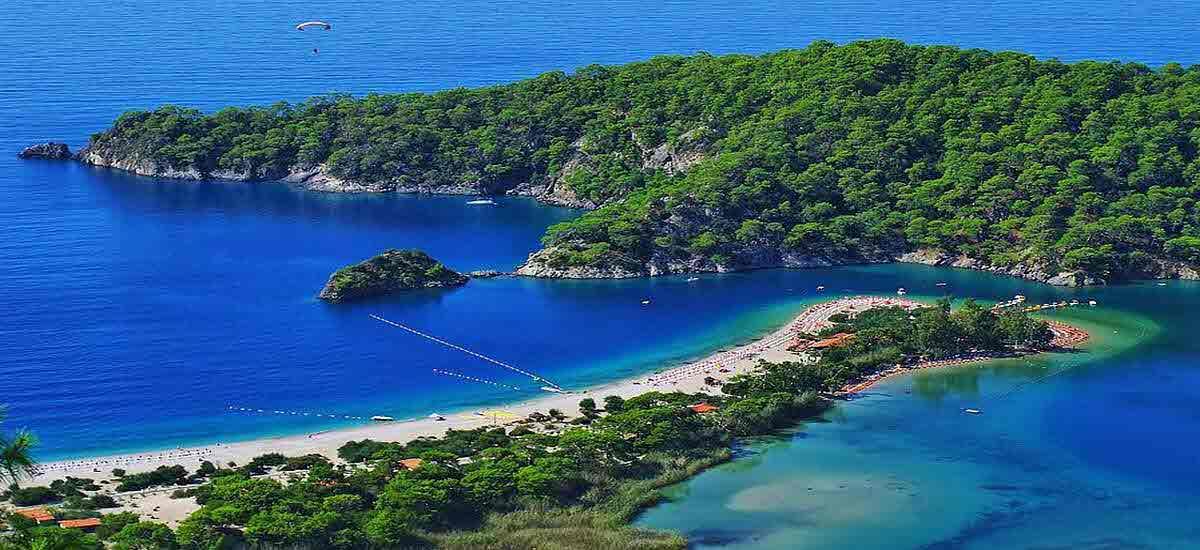 Куда поехать в июне отдыхать на море или на экскурсию в Европу